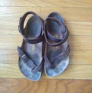 Birkenstock • Yara Oiled Leather Sandal
